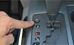 Tác dụng của nút 'bí ẩn' Shift Lock trên xe số tự động