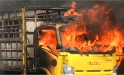 Cháy bãi phế liệu, 3 ôtô tải bị thiêu rụi