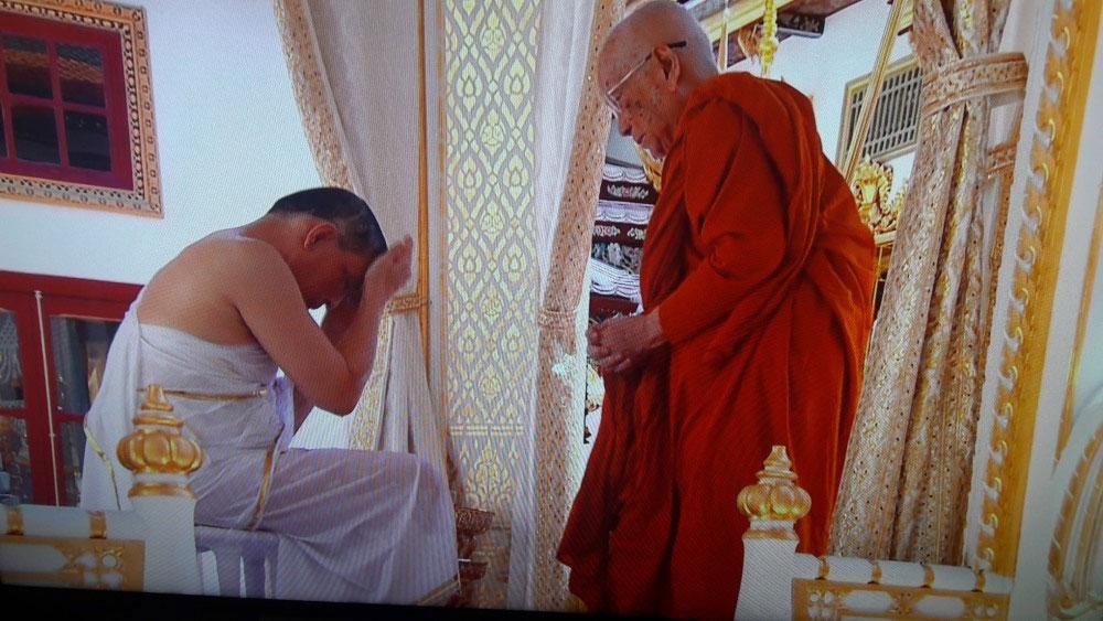 Nhà vua Thái Lan, tắm thanh tẩy, nước thiêng từ 9 sông, hồ, nhà vua Thái Lan Maha Vajirusongkorn, vị vua thứ 10 của triều đại Chakri