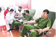 Hai chiến sĩ Công an tỉnh Bắc Giang kịp thời hiến máu cứu bệnh nhân