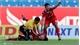 Trọng tài nhanh tay ngăn cầu thủ cắn lưỡi ở V-League