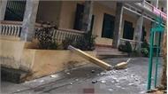 Cột bê tông ở tầng 2 rơi trúng nhóm học sinh đang chơi ở sân trường