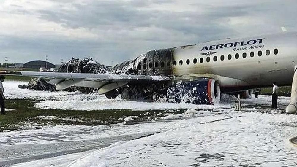 Cháy máy bay tại Nga, Hãng hàng không Yamal, hủy kế hoạch, mua máy bay Sukhoi Superjet 100