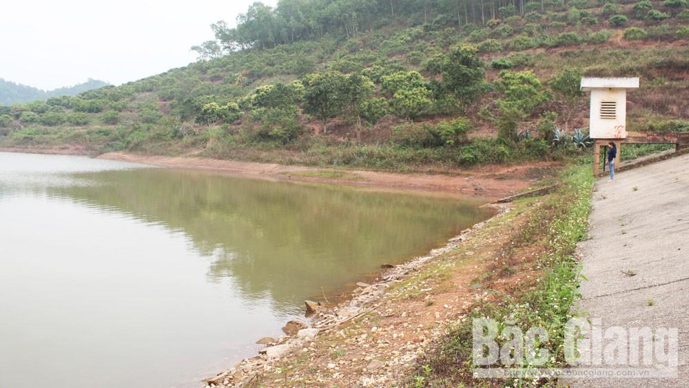 Bảo đảm an toàn hồ chứa: Quan tâm tu bổ các công trình xung yếu
