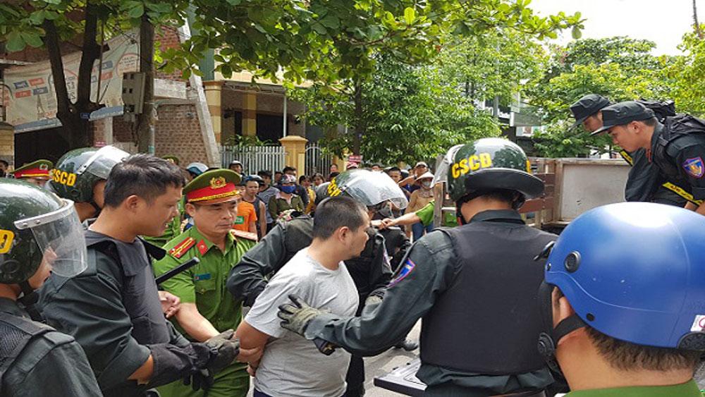 Xe nữ Giám đốc Sở GD-ĐT Quảng Trị, bị kẻ nghi ngáo đá, chém loạn xạ, Lê Cảnh Duyền