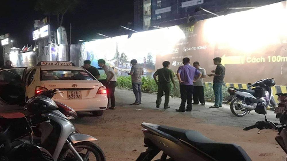 Tài xế taxi ở TP Hồ Chí Minh bị khách cứa cổ, Tài xế taxi, chở nam thanh niên xăm mình