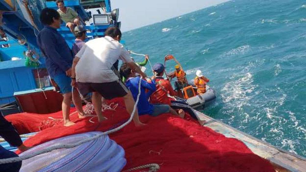 Xuyên đêm cứu nạn, 16 ngư dân gặp nạn, khu vực Hoàng Sa