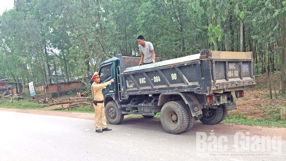 Bắc Giang, xe quá khổ, quá tải, cảnh sát giao thông, cắt thùng, hạ tải tại chỗ, đồng loạt ra quân
