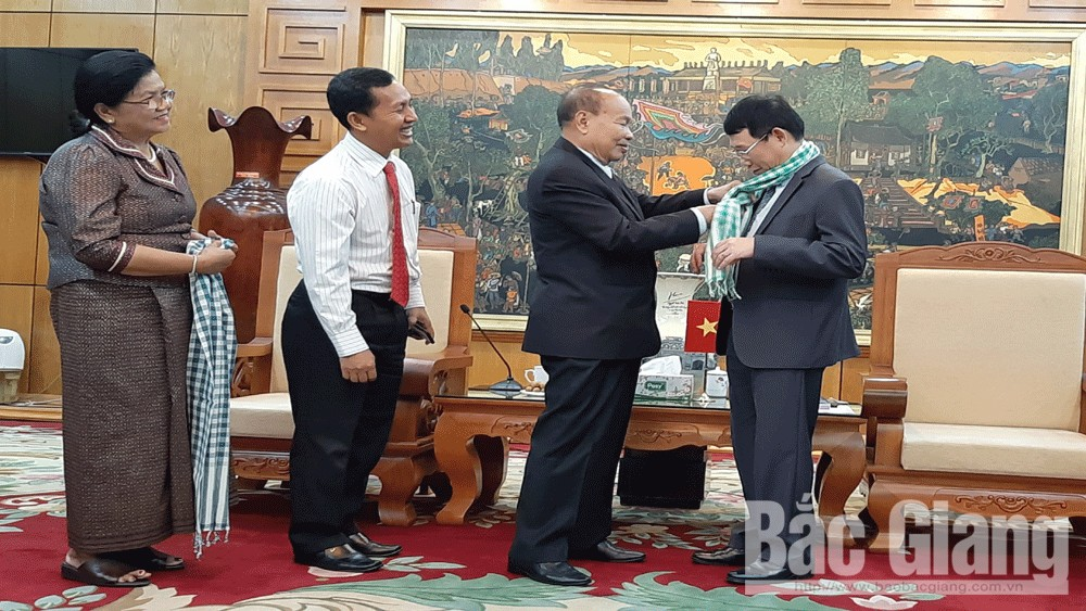 Cambodian Minister of Cults and Religions visits Bac Giang province