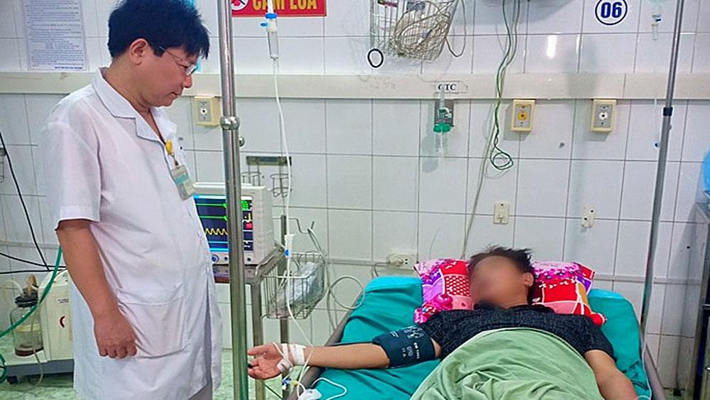 Hai người ở Tuyên Quang, bị ngộ độc rượu ngâm củ ấu tàu