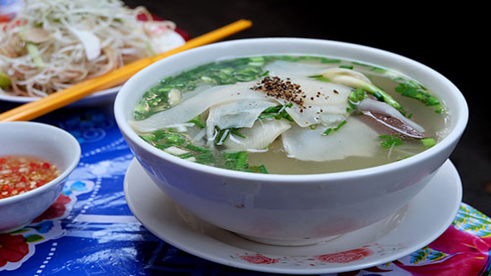 Taste trumps price, 60 years, Saigon soup tall, duck vermicelli soup, average price, bamboo shoot,   boiled duck meat