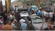 Chủ phương tiện không chịu di chuyển dù BOT Hòa Lạc xả trạm
