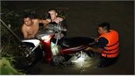 Video mưa lớn làm ba nạn nhân bị cuốn trôi