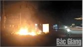 Thành phố Bắc Giang: Xóm, phố khét lẹt vì rơm rác, phế liệu đốt bừa bãi
