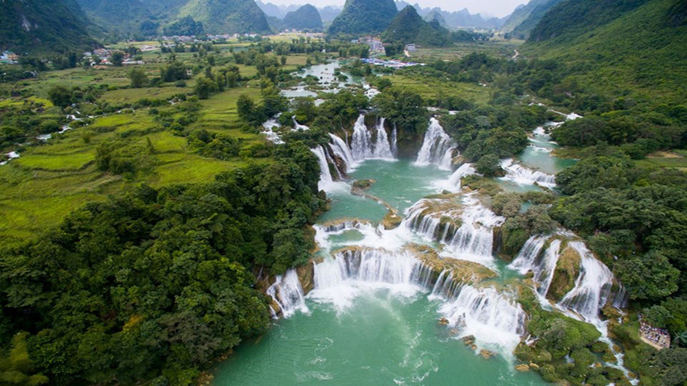 Two Vietnamese waterfalls among world's most beautiful