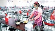 Vẫn khó kiểm soát chất lượng  bữa ăn ca công nhân