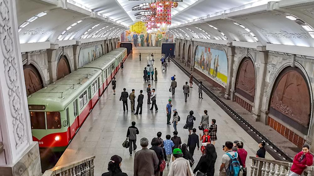 Cận cảnh hệ thống tàu điện ngầm là niềm tự hào của người Triều Tiên
