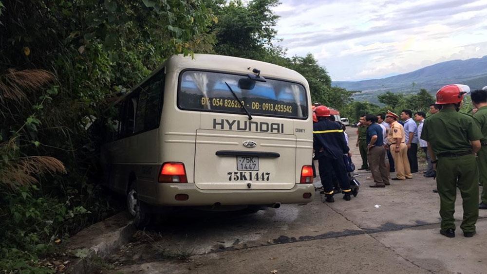 Xe khách, tông vào vách núi, 14 sinh viên nước ngoài, bị thương