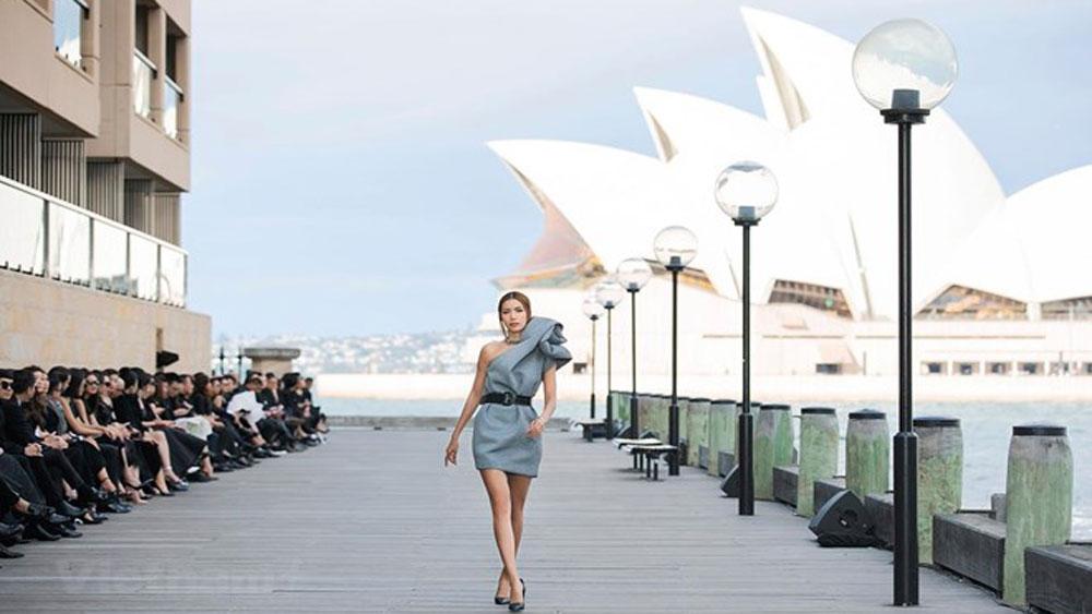 Vietnamese designer holds fashion show in Australia