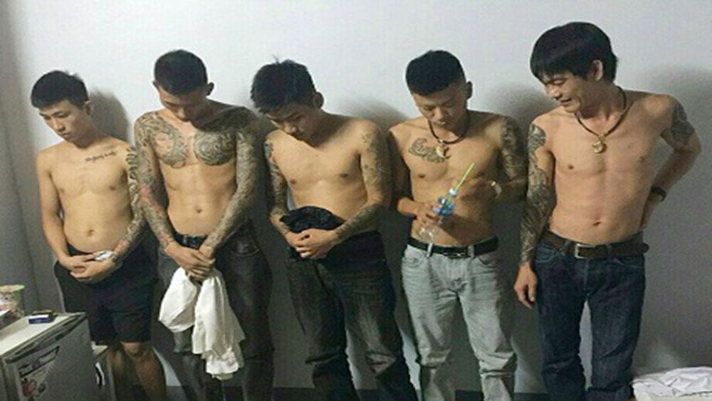 Nhóm thanh niên xăm trổ thuê khách sạn mở 'tiệc ma túy'