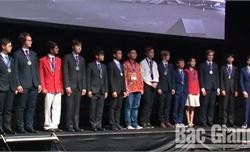 Trịnh Duy Hiếu được trao Huy chương Bạc Olympic Vật lý châu Á tại Australia