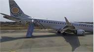 """Myanmar: Máy bay chở gần 90 người hạ cánh bằng """"bụng"""" do bánh trước không mở"""