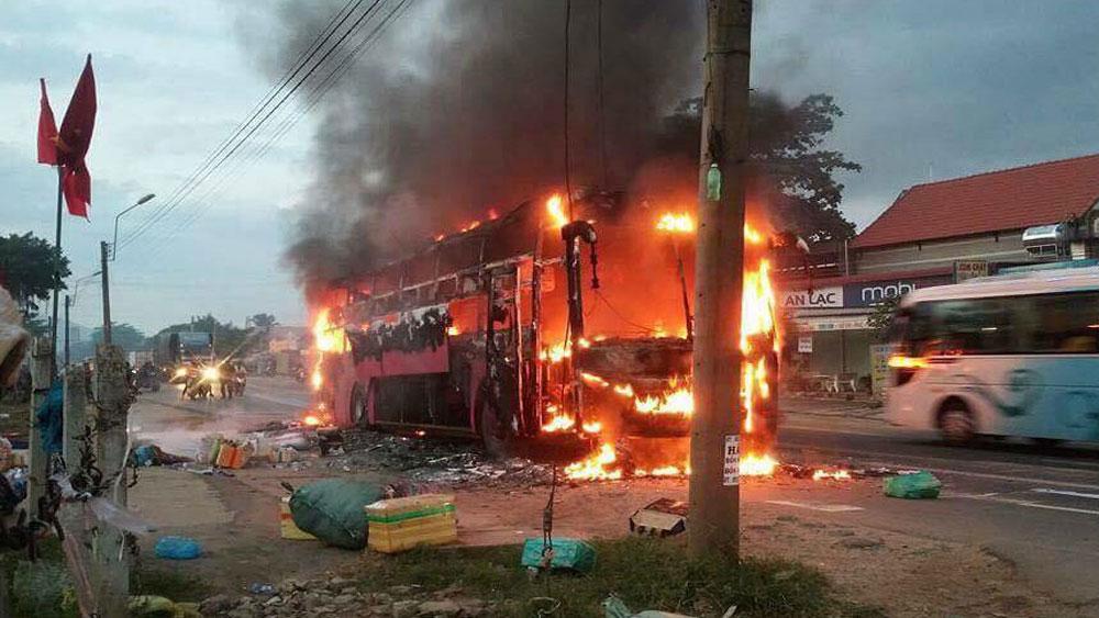 Đồng Nai, hành khách, kịp thời thoát ra ngoài, xe giường nằm bốc cháy, lái xe Võ Đại Hùng