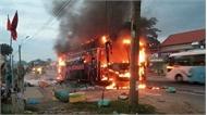 Đồng Nai: Hàng chục hành khách kịp thời thoát ra ngoài khi xe giường nằm bốc cháy