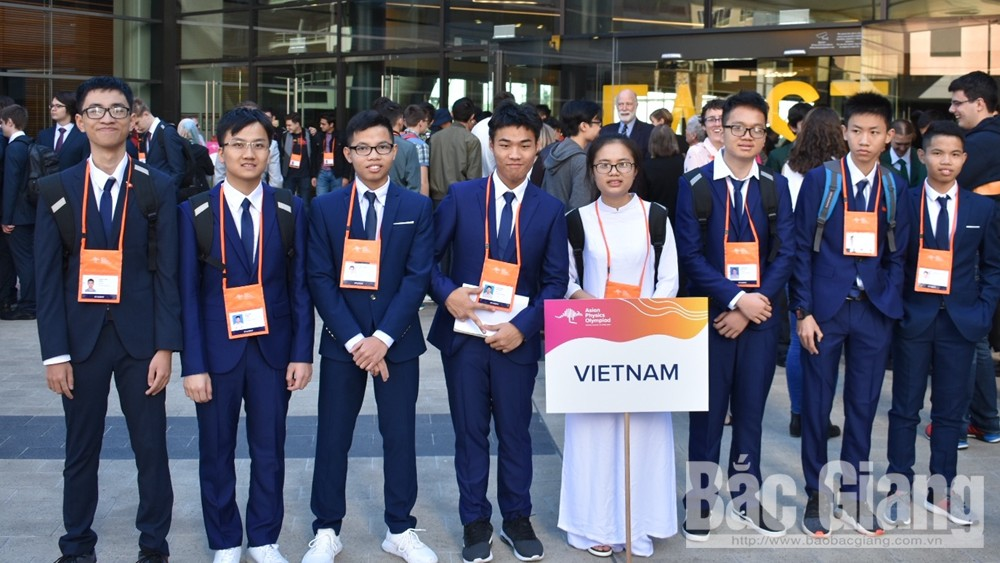 Trinh Duy Hieu bags silver medal at Asian Physics Olympiad