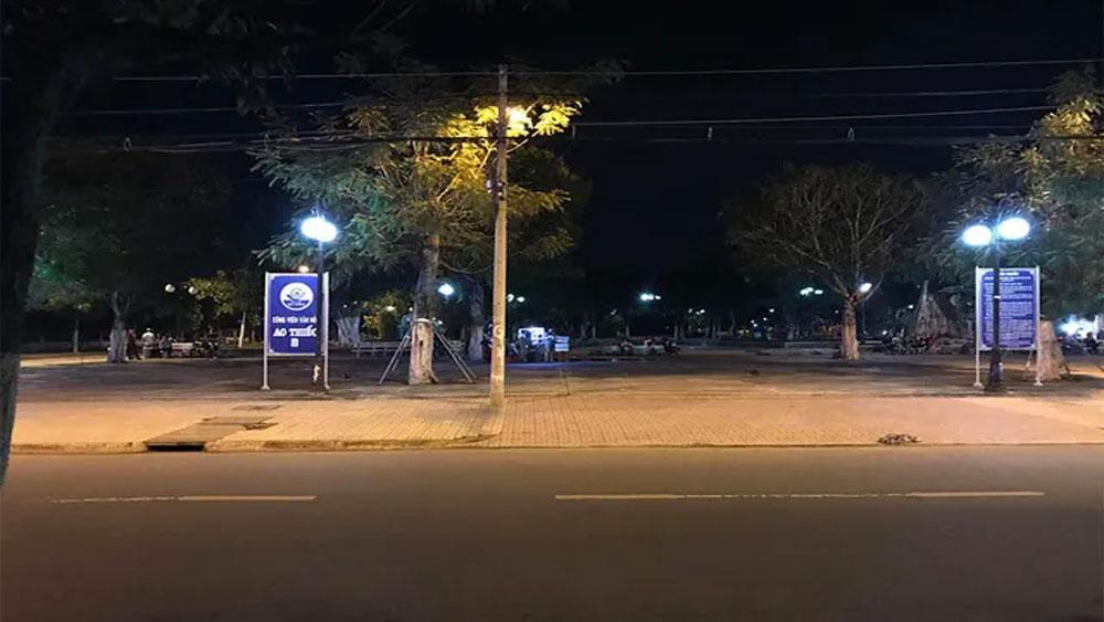2 cô gái Tiền Giang, ra công viên, đánh nhau, chàng trai bị đâm chết