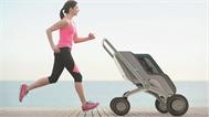 Xe đẩy em bé tự động di chuyển phía trước người dùng