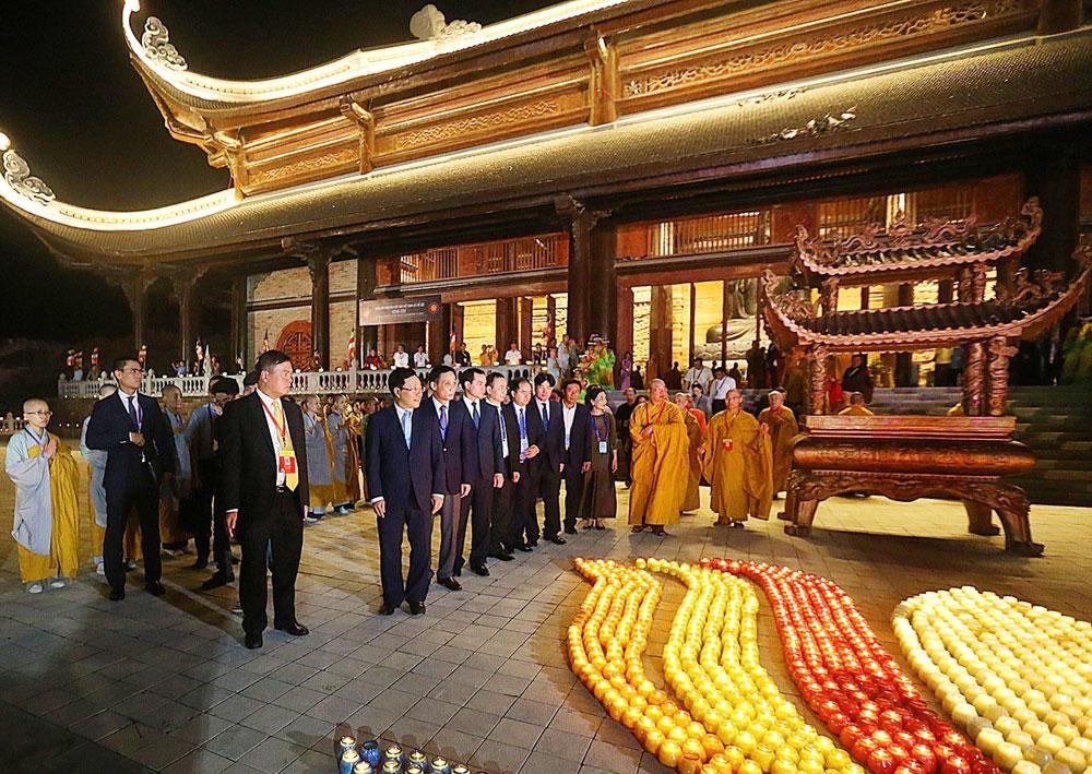 Vesak 2019, Đại lễ Phật đản Liên hợp quốc Vesak 2019, Phó Thủ tướng Phạm Bình Minh, Đại lễ Hoa đăng, cầu nguyện, hòa bình thế giới