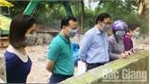 Chủ tịch UBND TP Mai Sơn kiểm tra địa điểm tiêu hủy động vật mắc dịch bệnh