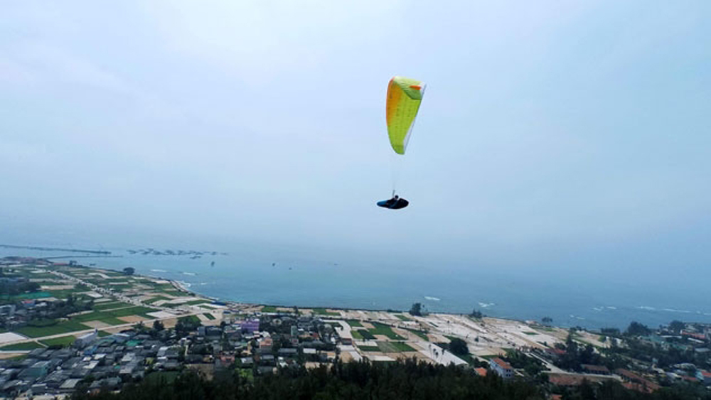 First paragliding festival, Ly Son Island, June, island sovereignty, tourism promotion, island's beauty, tourist activities