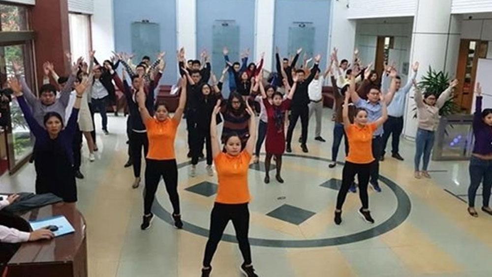 Bộ trưởng Y tế yêu cầu toàn ngành y tập thể dục giữa giờ