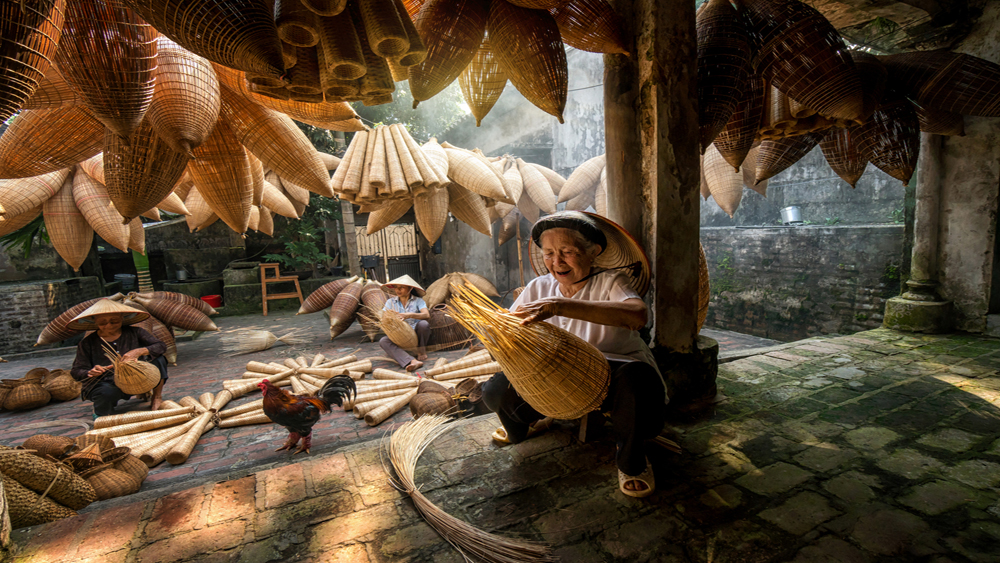 Vietnamese craft villages, survive test of time, single craft, Mat Village, intangible national heritage, Silk Village, Basketry Village, Pottery Village, Incense Village
