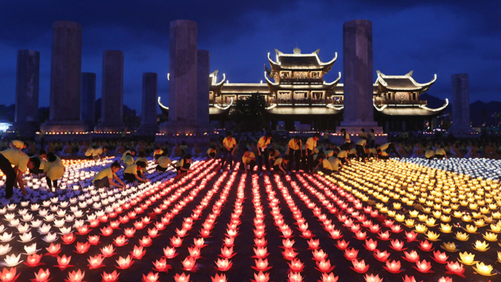 Vietnam Vesak prayer for global peace sets a world record