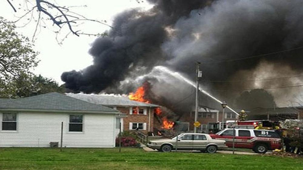 Mỹ, máy bay chiến đấu, đâm vào, tòa nhà, gây hỏa hoạn