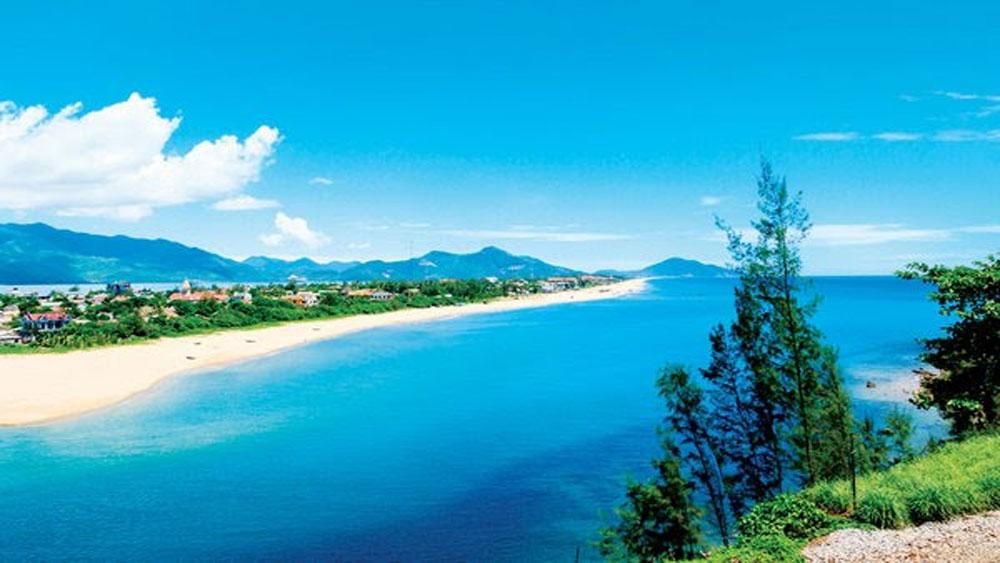Lễ hội Lăng Cô - Vịnh đẹp thế giới, thu hút, đông đảo khách du lịch