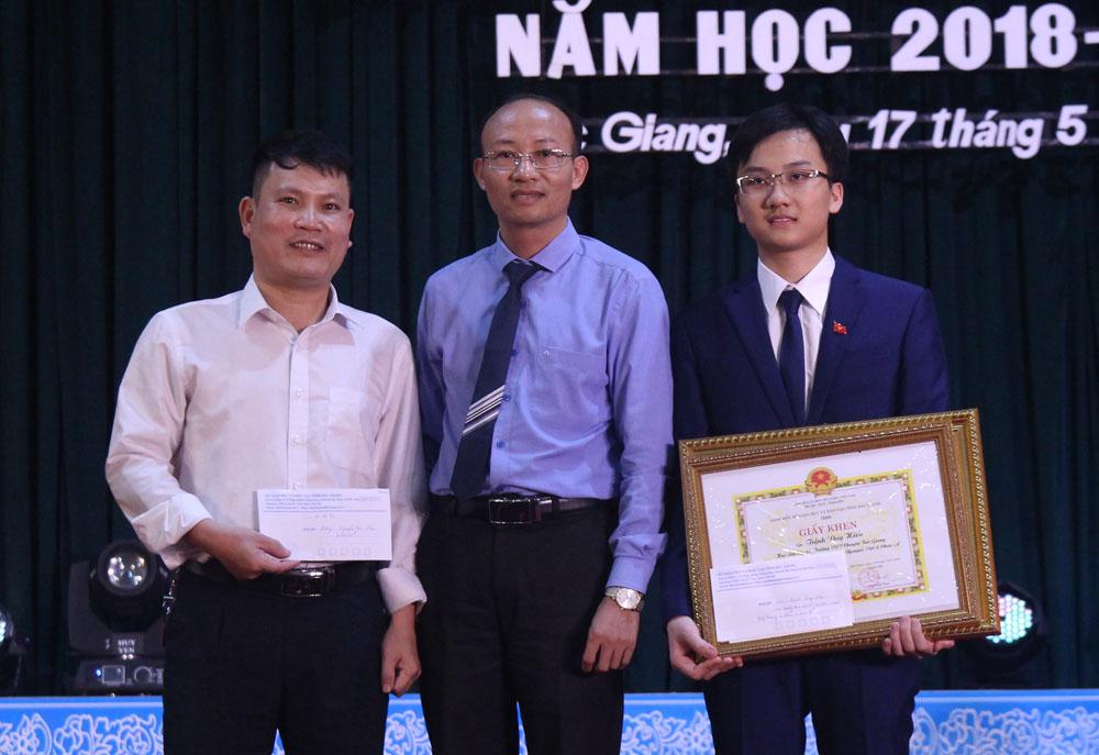giáo dục, tuyên dương, học sinh, giáo viên, năm học 2018-2019, Trần Tuấn Nam, Lê Ánh Dương