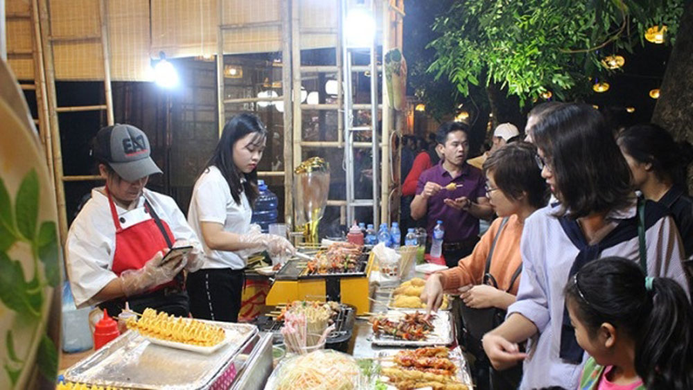 Distinctive Hanoian flavours, food culture festival, Thong Nhat Park,  craft villages, signature dishes, domestic and foreign visitors
