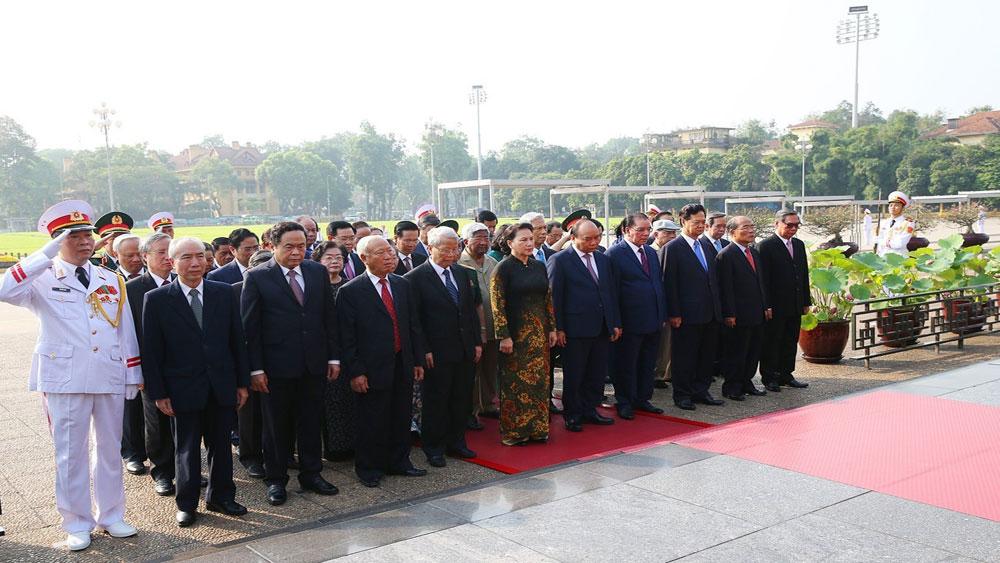 Kỷ niệm 129 năm Ngày sinh Chủ tịch Hồ Chí Minh: Lãnh đạo Đảng, Nhà nước vào Lăng viếng Bác