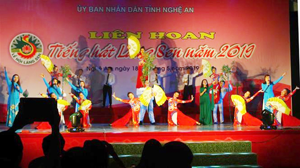 Lang Sen Singing Festival, President Ho Chi Minh's birthday, Kim Lien relic site, 129th birthday, two-day festival, peace and progress