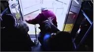Người phụ nữ nóng nảy xô ngã cụ ông trên xe buýt bị buộc tội giết người