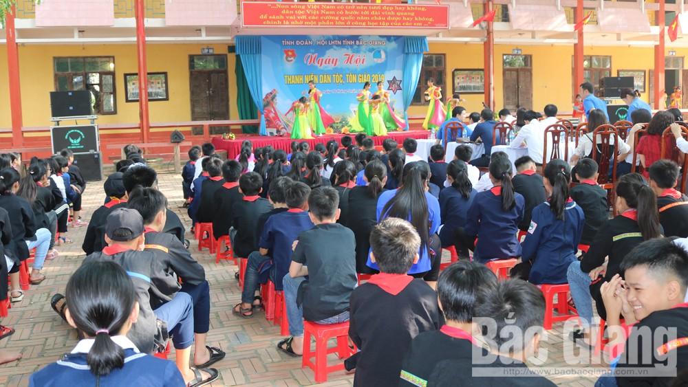 Huyện đoàn Lục Nam tổ chức ngày hội thanh niên dân tộc, tôn giáo