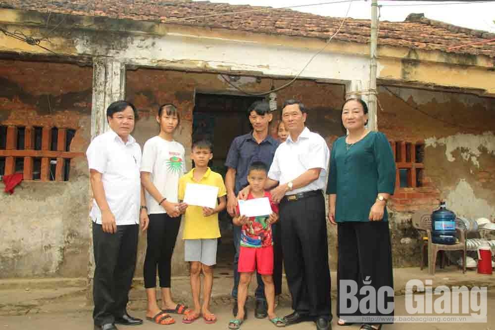 Hội Khuyến học tỉnh Bắc Giang, Báo Bắc Giang, tặng quà ba trẻ mồ côi, Bảo Sơn