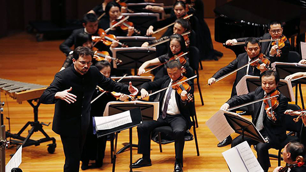 Hanoi symphony concert, German composers, international and Vietnamese artists, Polish conductor, artistic achievements, Grand Concert Hall