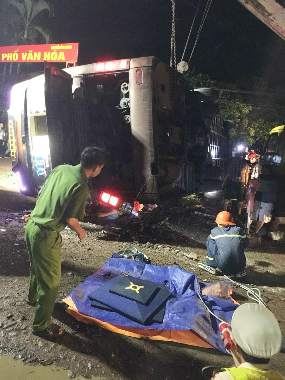 Đồng Nai, khẩn trương, điều tra, vụ lật xe khách, 2 người chết, 17 người bị thương,  tài xế Nguyễn Tú,  xe ô tô khách Minh Kỳ,