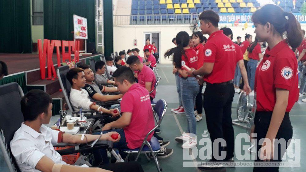 Trường Cao đẳng nghề Công nghệ Việt - Hàn, Bắc Giang, hiến máu tình nguyện, Hội chữ thập đỏ, Viện Huyết học và Truyền máu Trung ương