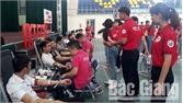 Cán bộ, sinh viên Trường Cao đẳng nghề Công nghệ Việt - Hàn hiến 179 đơn vị máu